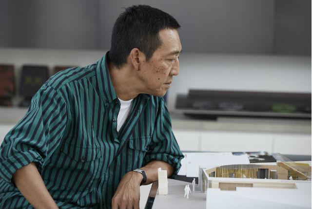 鴨志田康人|YASUTO KAMOSHITA 1957年生まれ。ユナイテッドアローズ創業時からのメンバーであり、クリエイティブディレクターとしてバイイングから商品企画、店舗の監修まで幅広い役割を担う。自身の名を冠したレーベル「Camoshita UNITED ARROWS」は、2013年のピッティ・イマージネ・ウォモ賞を受賞。