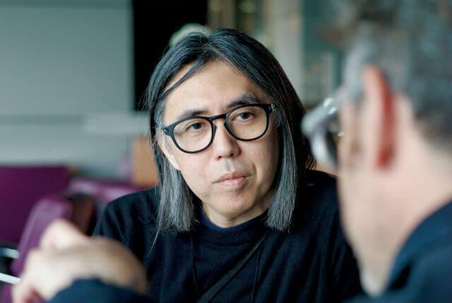 藤原ヒロシ|HIROSHI FUJIWARA1964年三重県生まれ。DJ、音楽プロデューサー、ファッションクリエイター。英米で触れたクラブ文化を80年代の日本に持ち込むなど、音楽とファッションの両軸で日本のストリートカルチャーを牽引。現在、デジタルメディア「Ring of Colour」を運営する。京都精華大学ポピュラーカルチャー学部客員教授。