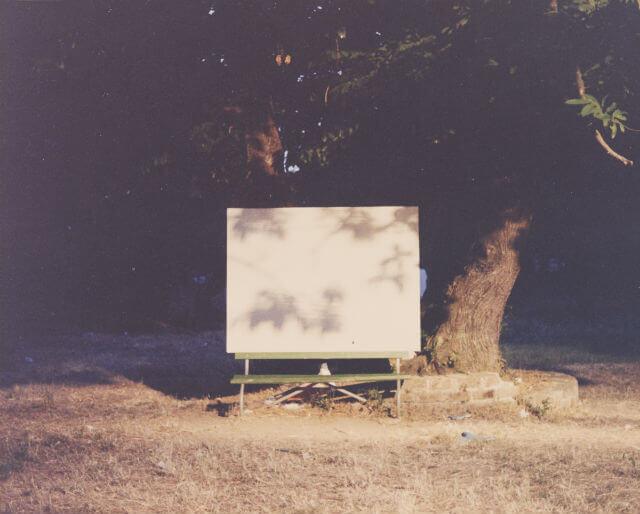 """Luigi Ghirri, """"Sassuolo"""" (Serie: Diaframma 11, 1/125 luce naturale), 1975, C-print, image size: 15.5 x 19.2 cm ©Eredi di Luigi Ghirri"""
