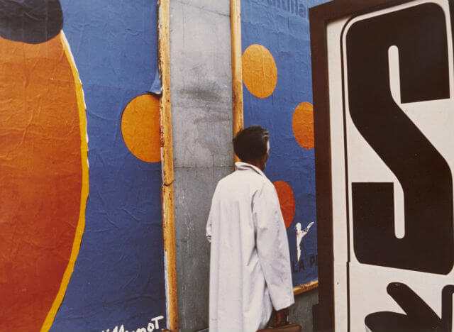 """Luigi Ghirri, """"Parigi"""" (Serie: Diaframma II, 1/125 luce naturale), 1973, C-print, image and paper size: 29.5 x 40.3 cm ©Eredi di Luigi Ghirri"""
