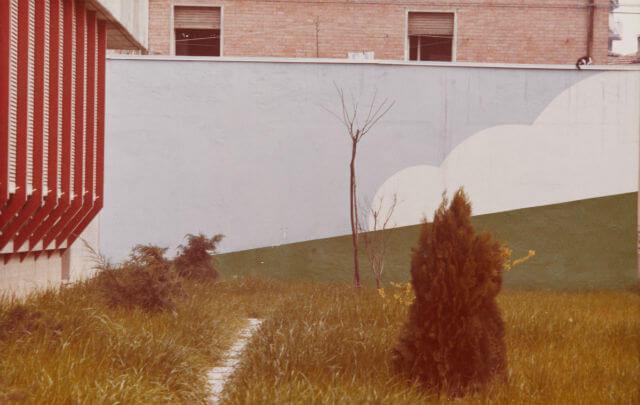 "Luigi Ghirri, ""Modena"" (Serie: Colazione sull'erba), 1973, C-print, image and paper size: 12.8 x 20.1 cm ©Eredi di Luigi Ghirri"
