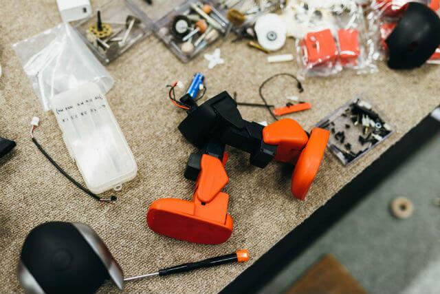 驚くべきことに高橋さんのロボットづくりには設計図が存在しない。作りながら試行錯誤を繰り返していく