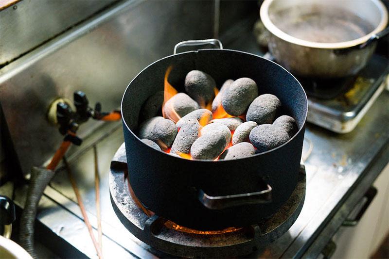 粟島浦村|新潟県の焼いた石を落とした漁師飯