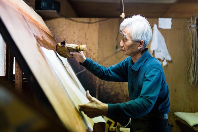鈴鹿市の大杉型紙工業の大ベテランの職人|三重県