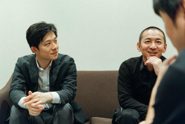 右から日本公演のプロデューサーとして新作『WA!!』を実現させたアミューズエンターテインメントの辰巳清と、映像技術面で公演をサポートしたパナソニックの麻生遊。