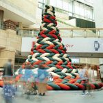 大人気! 巨大なニットで編んだクリスマスツリーができるまで——建築家 大野友資インタビュー