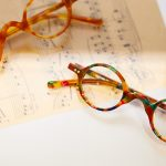 老眼鏡だってデザインは欠かせない!「リーディンググラス」の選び方